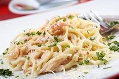 Carbonara dos espaguetes na bacia Fotografia de Stock