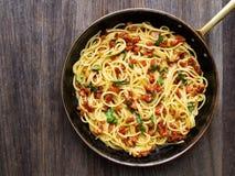 Carbonara italiano rústico dos espaguetes Imagens de Stock