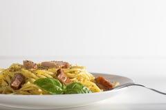 carbonara włoskiego makaronu talerza spaghetti tradycyjny biel Zdjęcie Stock