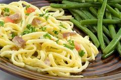 Carbonara y habas del espagueti Fotos de archivo libres de regalías