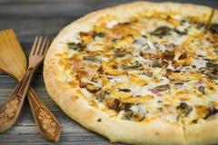 Carbonarapizza met Mozarellakaas Royalty-vrije Stock Fotografie