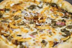 Carbonarapizza met Mozarellakaas Royalty-vrije Stock Afbeeldingen