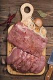 Carbonato del cerdo con los ingredientes Fotografía de archivo libre de regalías