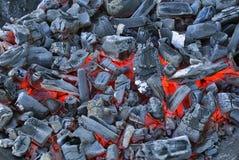 Carbone di legna di fuoco senza fiamma pronto per usare Immagine Stock Libera da Diritti