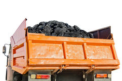 Carbone nella parte posteriore del camion arancio isolato su fondo bianco Fotografie Stock