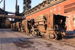 Carbone più carreier di una pianta di fabbricazione dell'acciaio in disuso Fotografia Stock Libera da Diritti