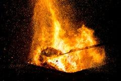 Carbones de los herreros que queman para el trabajo del hierro fotografía de archivo libre de regalías