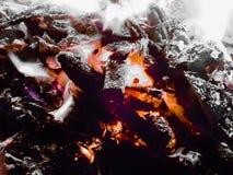Carbones vivos fotografía de archivo
