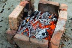 Carboni bruciati BBQ all'aperto Fotografia Stock