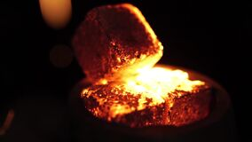 Carboni caldi nel narghilé Movimento lento video d archivio