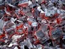 Carboni di legna di fuoco senza fiamma fotografie stock libere da diritti