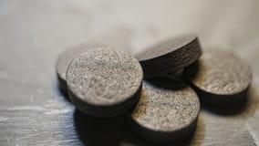 Carbonio attivato, sostanza assorbente, granelli, polvere, avvelenamento, spazio della copia immagini stock libere da diritti