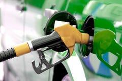 Carburant de pompage Photographie stock libre de droits
