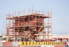 Carcaça in situ da coluna da ponte com jaque do andaime Imagens de Stock
