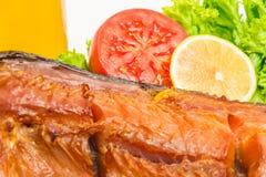 Carcassa del salmone affumicato, spuntino per birra immagine stock