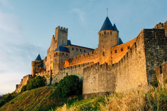 Carcassonne中世纪城镇日落的 库存照片