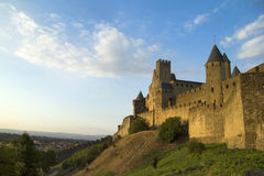 Carcassonne bij schemer Stock Fotografie