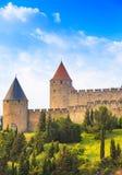 Carcassonne citerar, den medeltida stärkte staden på solnedgång. Unesco-plats Royaltyfri Foto