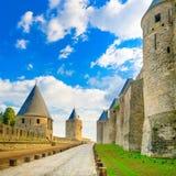 Carcassonne citerar, den medeltida stärkte staden på solnedgång. Unesco-plats, Frankrike Fotografering för Bildbyråer