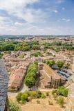 Carcassonne, France Vue de ville inférieure des murs de forteresse de la ville supérieure Photographie stock