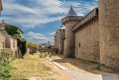 Carcassonne, Frankreich Schloss Comtal und eingegebene Brücke Stockfotografie