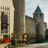 Carcassonne, una città della sommità in Francia del sud, è un sito del patrimonio mondiale dell'Unesco famoso per la sua cittadel fotografie stock libere da diritti