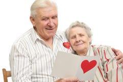 card den lyckliga gammala stolpen för par Royaltyfria Foton