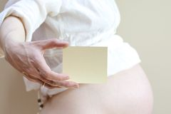 A card with a gap in the hand of pregnant Stock Photo