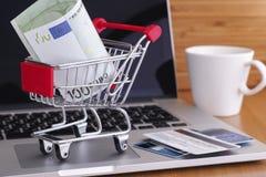 card grund shopping för dof-fokushanden online mycket Arkivfoton