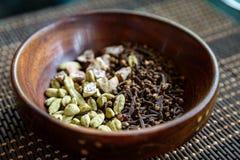 Cardamon, Nelken und Arekanussnüsse Stockbild