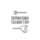 Carde com os doces dos desenhos animados dos doces, os pirulitos e o texto da rotulação da mão - o dia das crianças felizes Proje Imagem de Stock