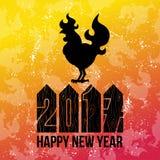 Carde el logotipo del gallo del fuego, silueta del gallo con Feliz Año Nuevo del texto Imagenes de archivo