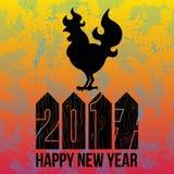 Carde el logotipo del gallo del fuego, silueta del gallo con Feliz Año Nuevo del texto Imágenes de archivo libres de regalías