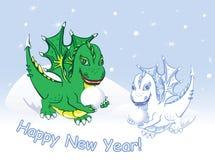 Carde la Feliz Año Nuevo con los dragones y la nieve Imagenes de archivo