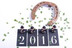Carde o conceito pelo ano novo feliz com ferradura Fotos de Stock