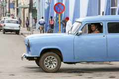 Cardenas Kuba - November 26, 2015: TappningbilOldtimer Arkivfoton