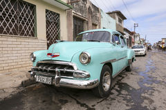 Cardenas, Kuba - 26. November 2015: Weinleseauto Oldtimer Stockfotografie