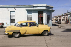 Cardenas, Kuba - 26. November 2015: Weinleseauto Oldtimer Stockfotos