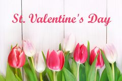 Cardez pour le jour de valentines avec le jour de valentines heureux des textes Images stock