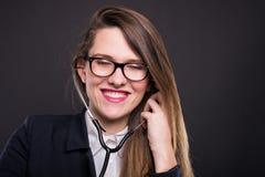 Cardiólogo bastante de sexo femenino en desgaste formal Fotos de archivo