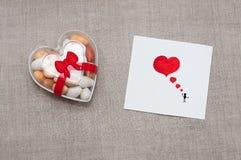 Cardi il giorno del ` s del biglietto di S. Valentino in uno stile scandinavo con spazio vuoto FO Immagine Stock