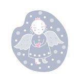 Cardi l'angelo con un cuore nella neve Immagine Stock