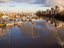 Cardiff-Jachthafen am Sonnenuntergang Stockfotos
