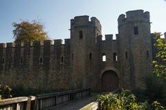 Cardiff-Schloss und -wände lizenzfreie stockfotografie