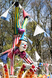 CARDIFF/UK - 4月19日:在游艺集市的小丑时装模特在加的夫 库存图片