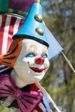CARDIFF/UK - 4月19日:在游艺集市的小丑时装模特在加的夫 免版税图库摄影