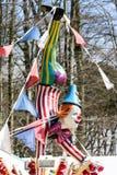 CARDIFF/UK - 4月19日:在游艺集市的小丑时装模特在加的夫 图库摄影