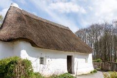 CARDIFF/UK - 19 APRIL: Nantwallterplattelandshuisje bij St Fagans Nationa royalty-vrije stock fotografie