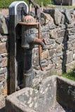 CARDIFF/UK - 19 APRIL: Oude waterpomp bij St Nationale Fagans van hem royalty-vrije stock foto