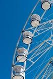 CARDIFF/UK - AUGUSTI 27: Ferris Wheel i Cardiff på Augusti 27, 2 Arkivbild